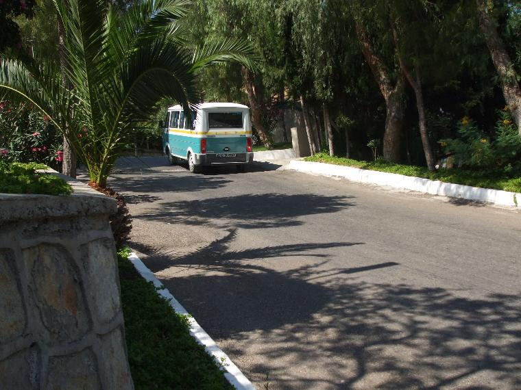 Tesis içinde dolaşan minibüsler ve Tesisi eğimi