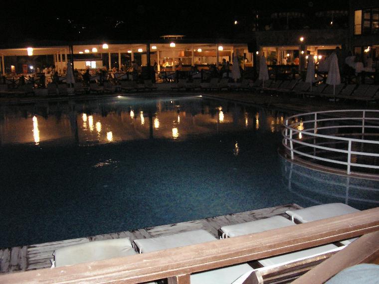 gece havuz