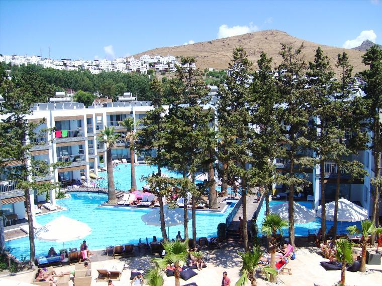Otelin küçük havuzu