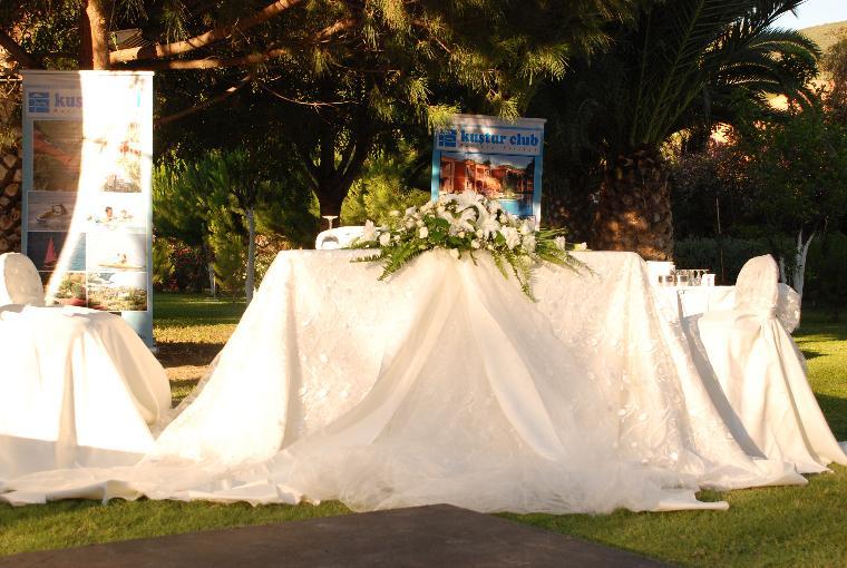 Hafta sonu kuşadasındaki ilk otellerden kuştur da düğün merasimi