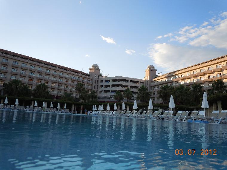 Otelin havuz bölümünden görüntüsü