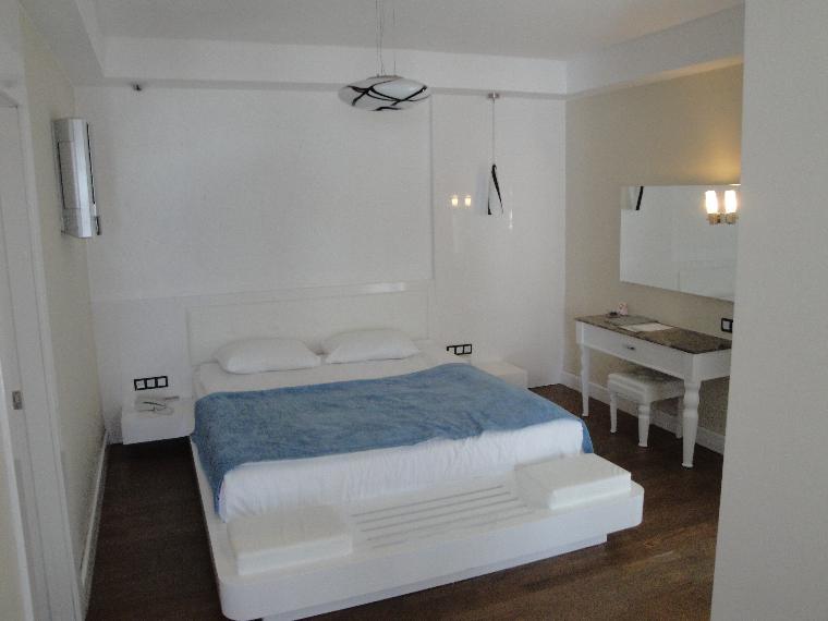 suit oda -ic ice ıkı oda giyinme odası banyo seklinde.gayet güzel.
