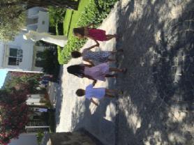 Çocuklar mini club yolunda