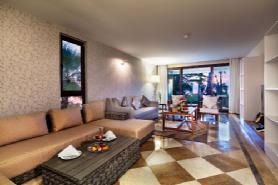 Royal Dublex Beachfront Villa - Living Room
