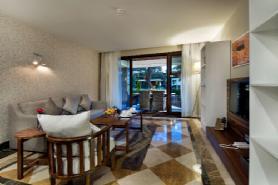 Lagoon Deluxe Family Suite - Livingroom