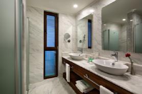 Lagoon Deluxe Suite - Bathroom