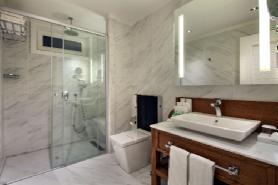 Garden Lagoon Villa - Bathroom