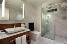 Lagoon Beachfront Villa - Bathroom