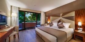 Lagoon Deluxe Family Suite - Parents Bedroom