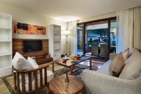 Lagoon Deluxe Suite - Living Room 2