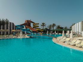 Bebek havuzu,kaydırakları (5 adet) ,Kafe, çocuk parkı , aktivite alanı ve güneşlenme imkanlarıyla 10 numara !